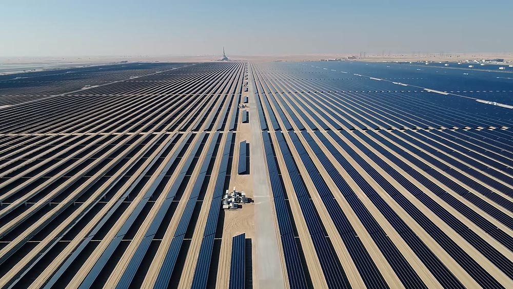 The BMW Group sources aluminum produced with solar energy, with a CO2 savings of some 2.5 million tonnes by 2030.